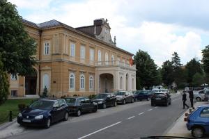 Старинное здание в центре Цетинье