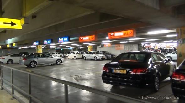 Стоянка прокатных машин в аэропорту Бен-Гурион