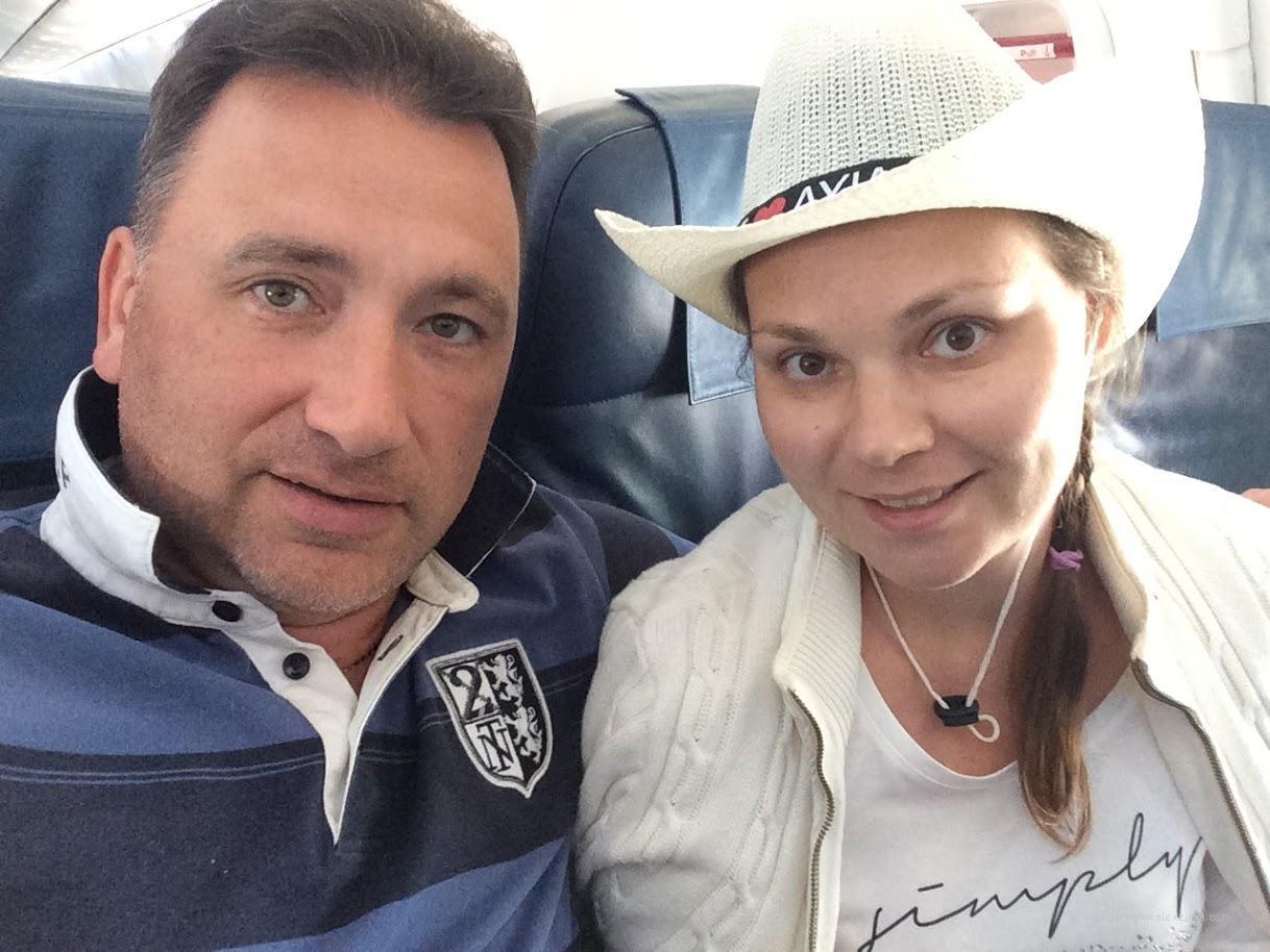 Алексей Зимин и Екатерина Зимина в самолете летят с Кипра