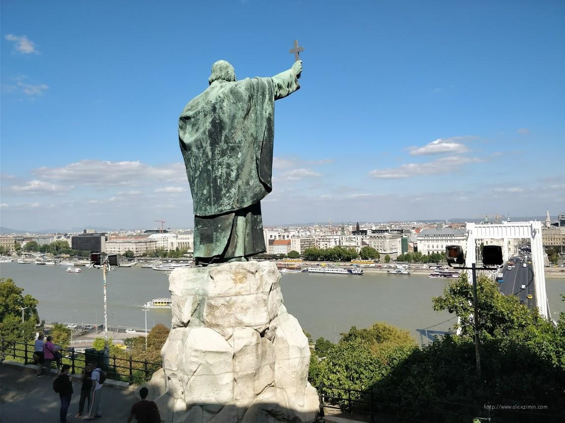 статуя святого Геллерта в Будапеште