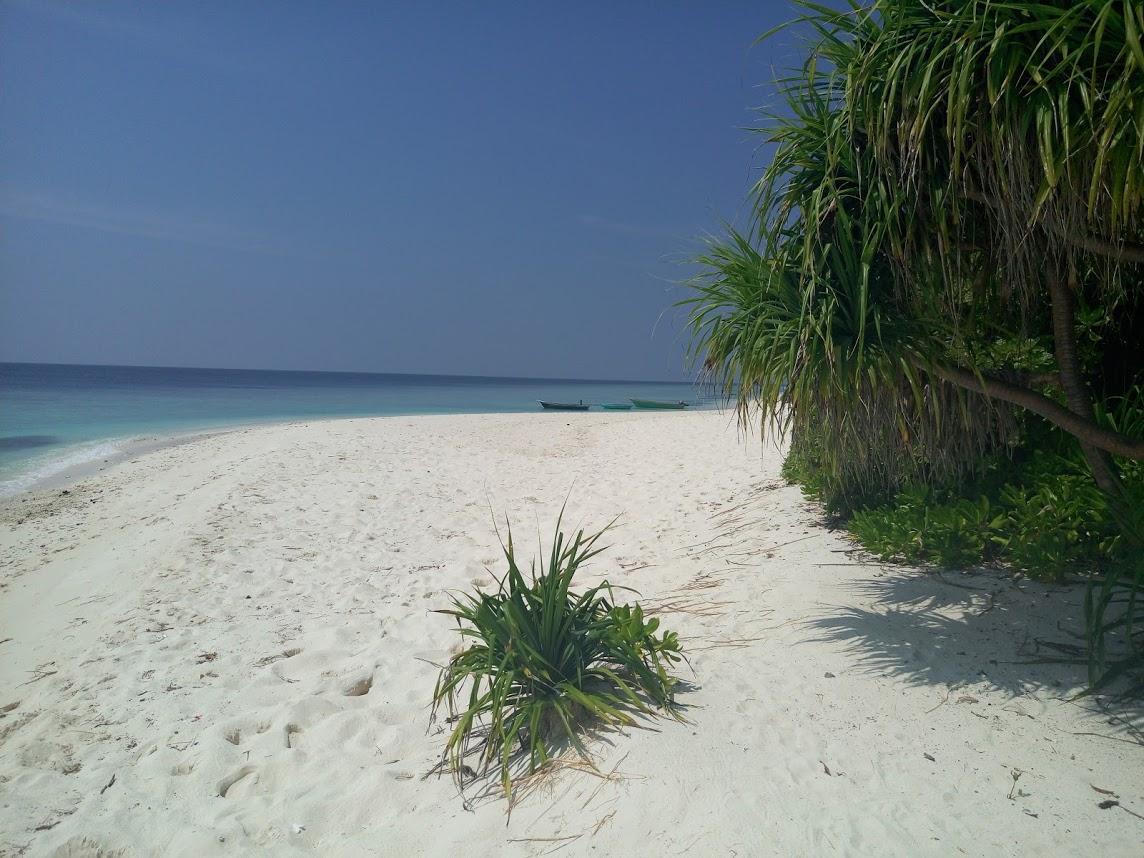 Локальный остров Ukulhas. Пляж на острове