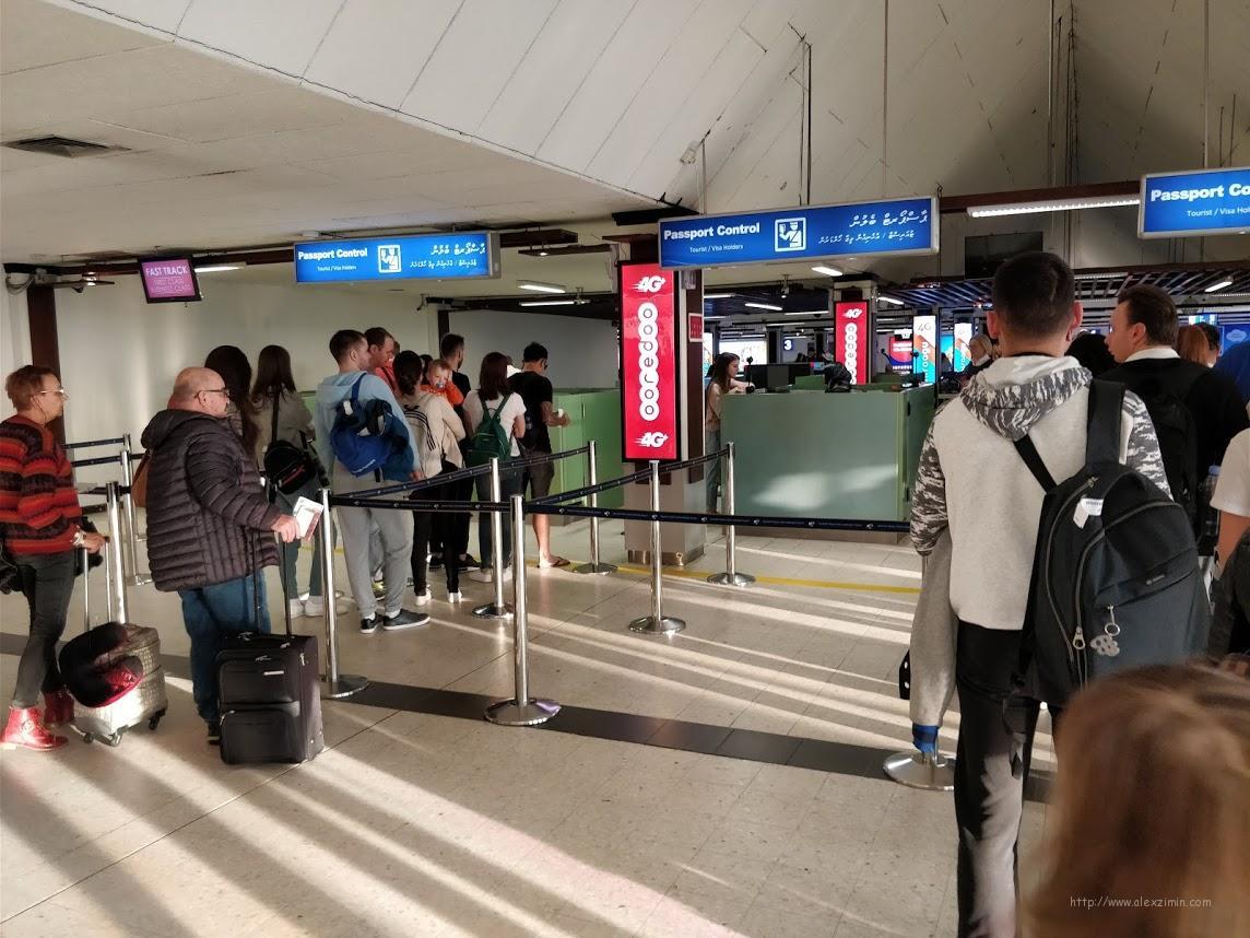 Паспортный контроль в аэропорту Мале