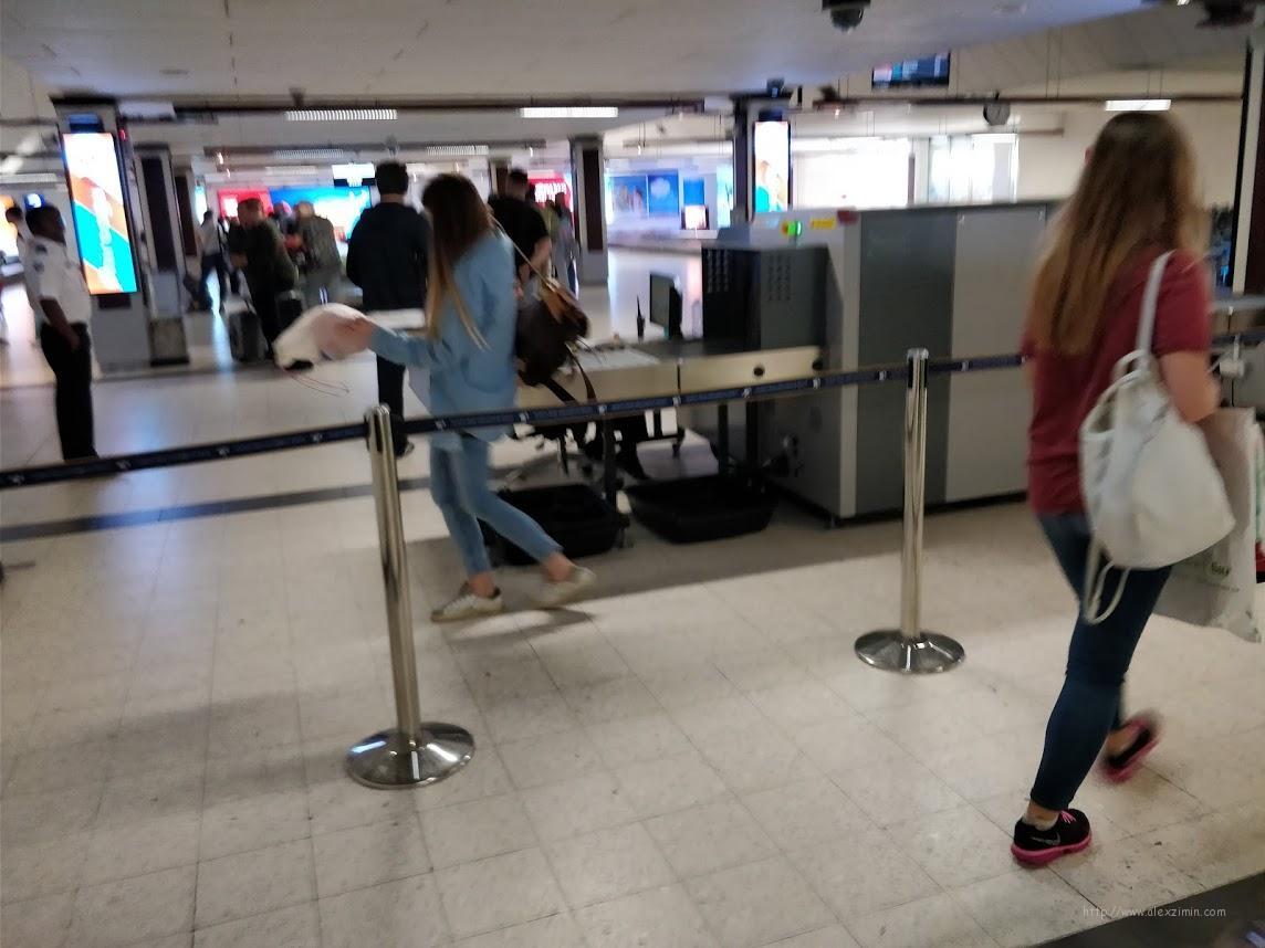 Сканер ручной клади в аэропорту Мале