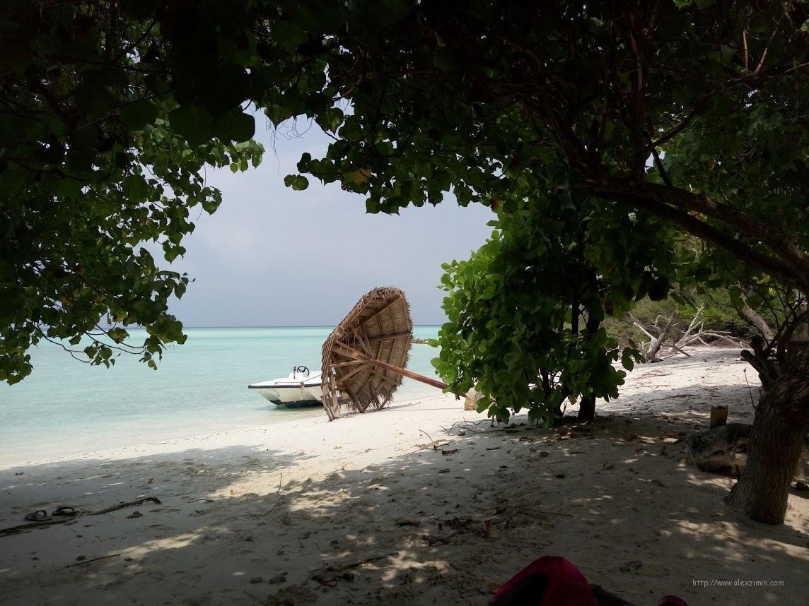 На острове Мадивару Пикник айленд 3