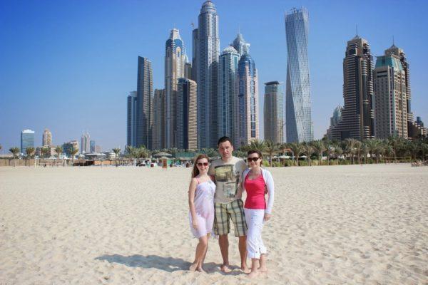 Алексей Зимин с семьей в ОАЭ, Дубай Марина на пляже