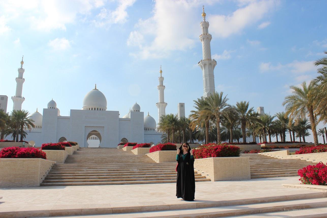 Мечеть в Абу Даби. На арендованном авто по ОАЭ.