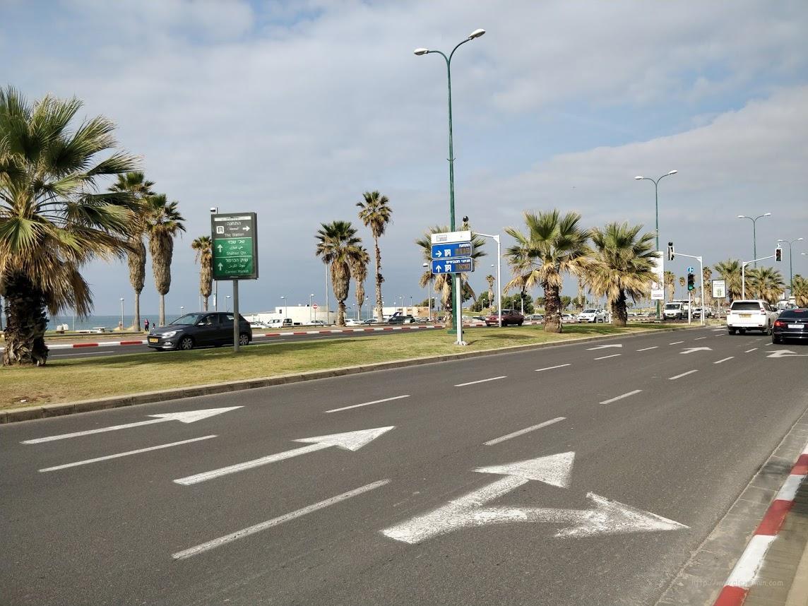 Дорога в Тель-Авиве вдоль набережной