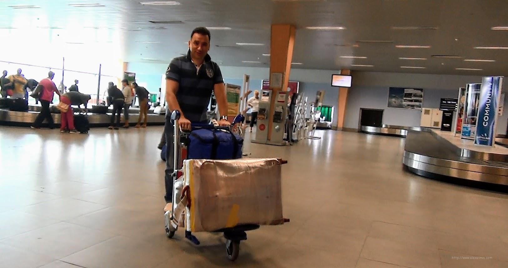 Аренда авто в Черногории в аэропорту Тиват. Алексей Зимин