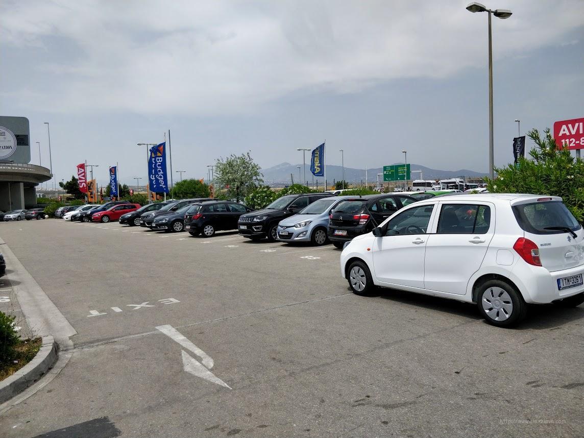 Парковка прокатчиков в аэропорту Афин и новенькие авто