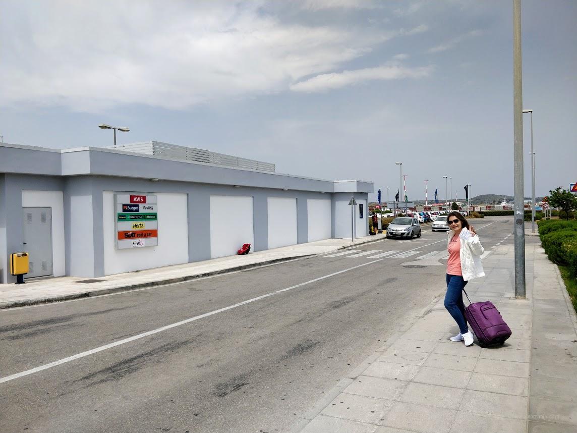 Парковка прокатчиков в Афинском аэропорту Греция
