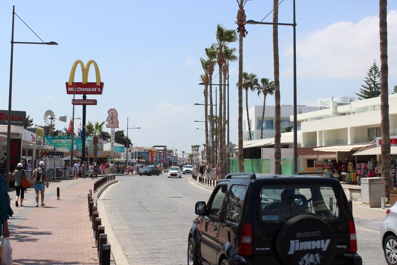 Центральная улица Айя Напа, Кипр