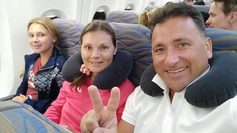 Алексей Зимин, Екатерина и Анастасия Зимина возвращаются с Мальдивских островов