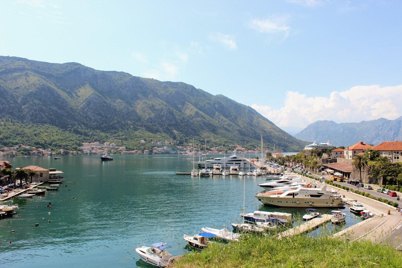Черногория, Котор, вид на порт со стен старого города
