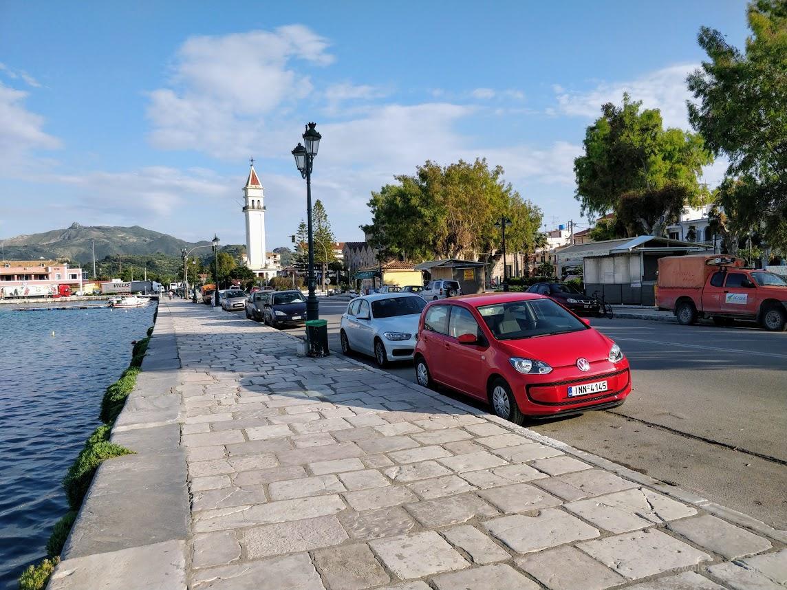 Закинтос. Греция Парковка вдоль улицы