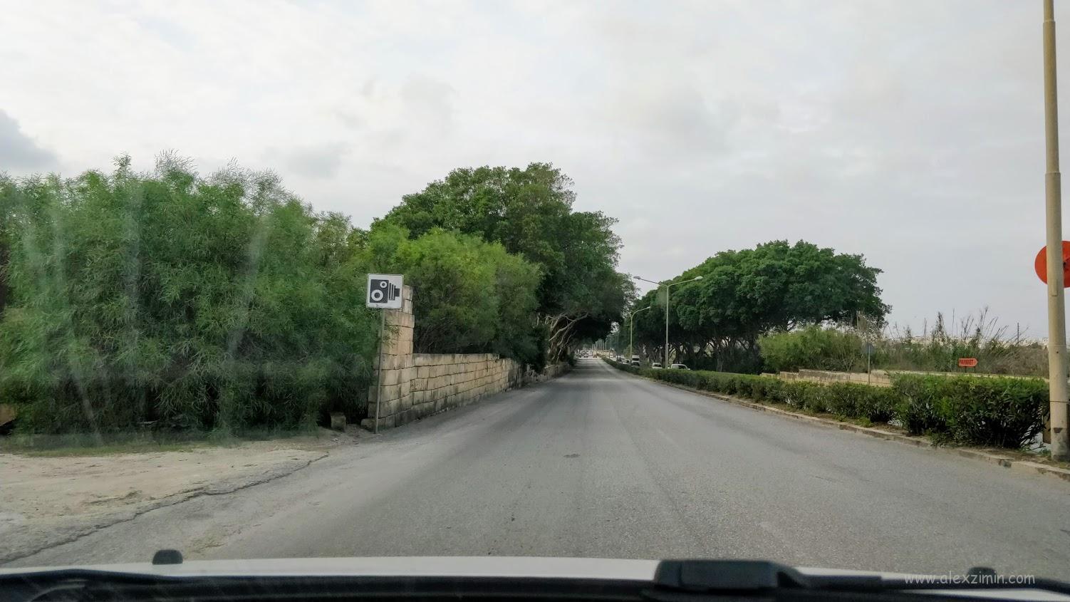 Знак предупреждающий о видеофиксации превышения скорости на Мальте
