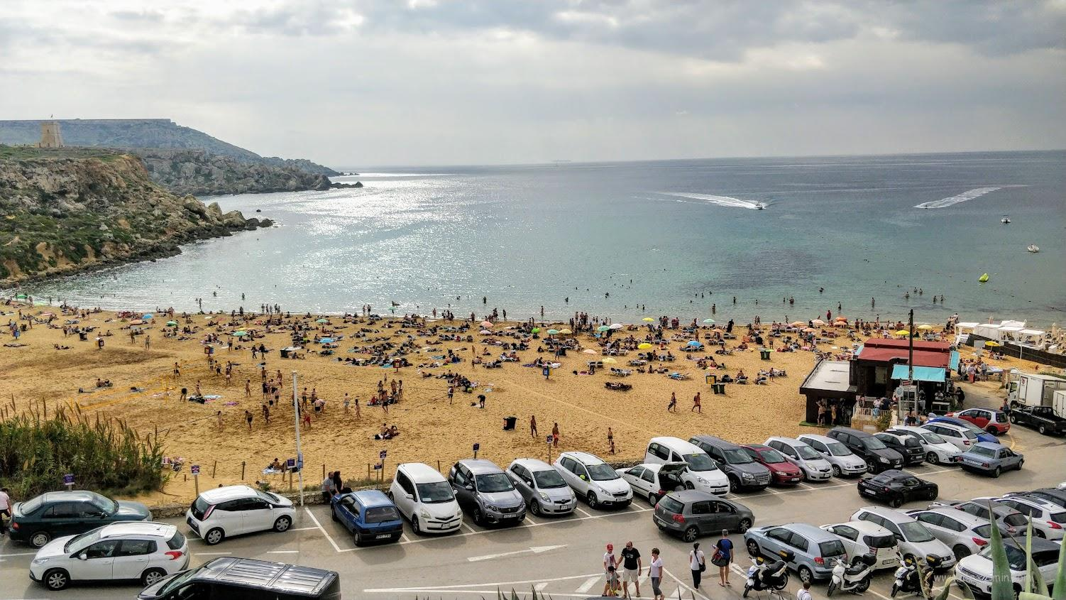 Парковка возле пляжа на Мальте