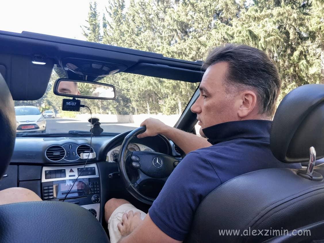 Алексей Зимин в арендованном на Кипре кабриолете Мерседес