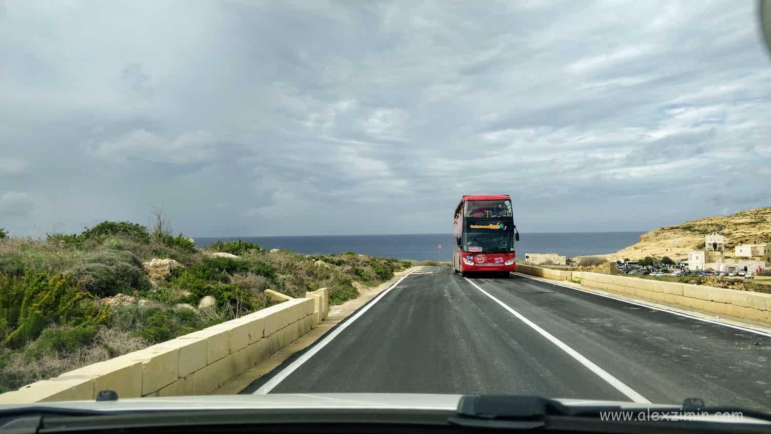 Экскурсионный автобус на Мальте
