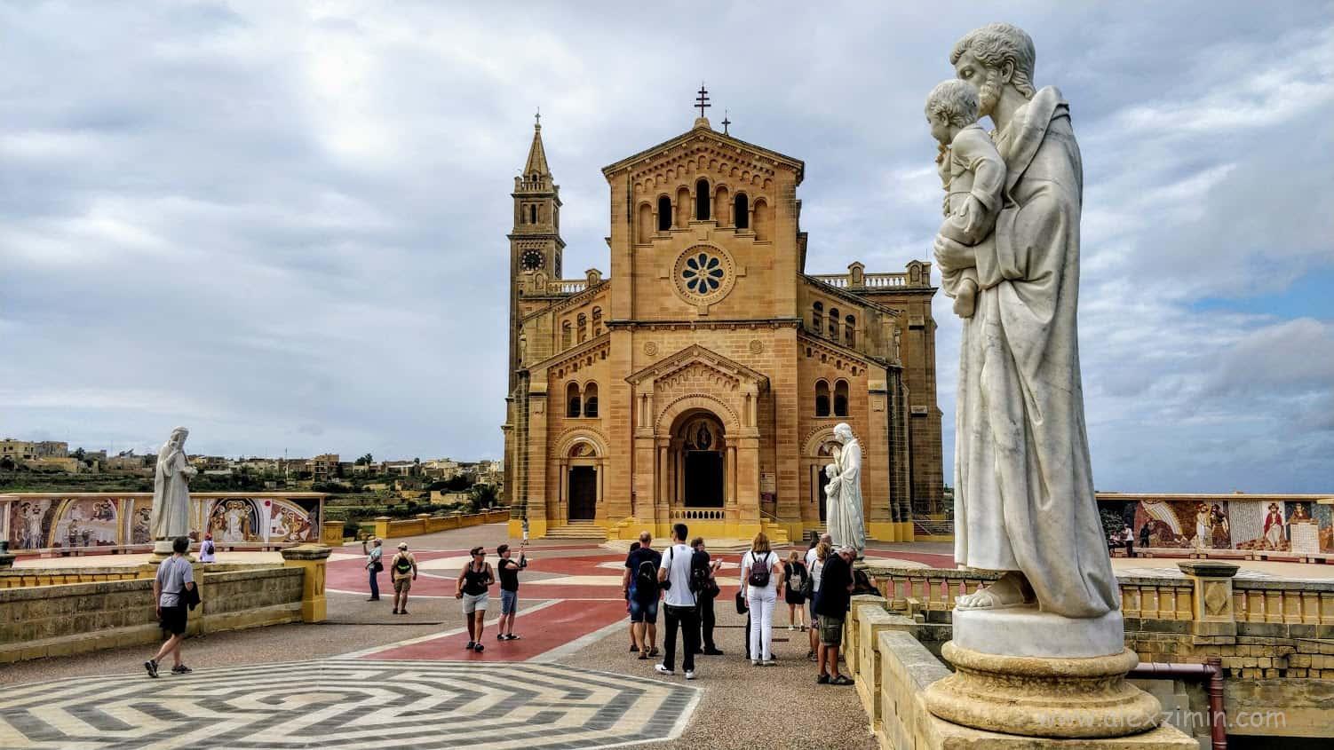 Католическая базилика и ХрамTa 'Pinu на острове Гоцо Мальта