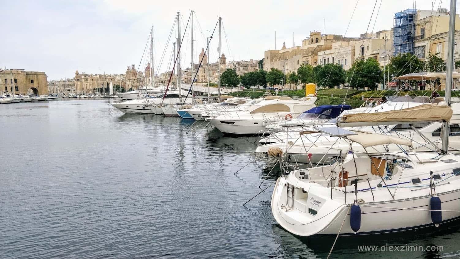 Одна из достопримечательностей Мальты - набережная Vittoriosa Waterfront