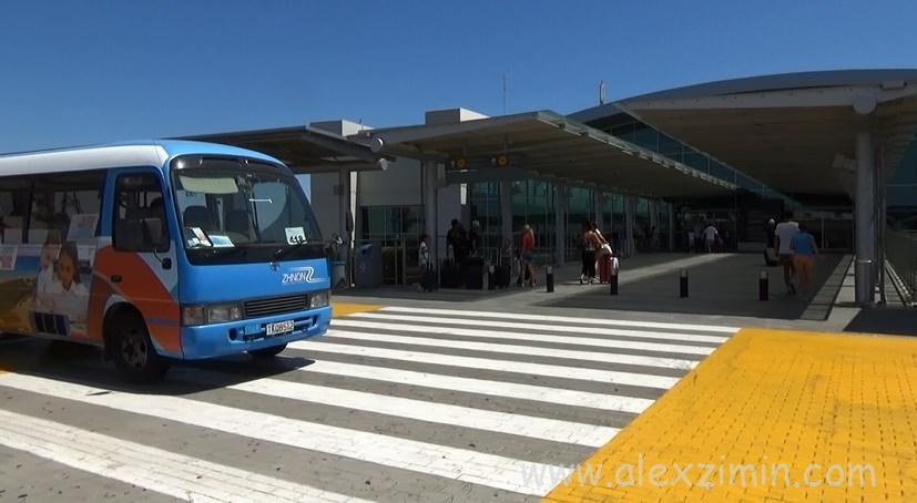 Аэропорт Ларнака. Выход из зала прилета