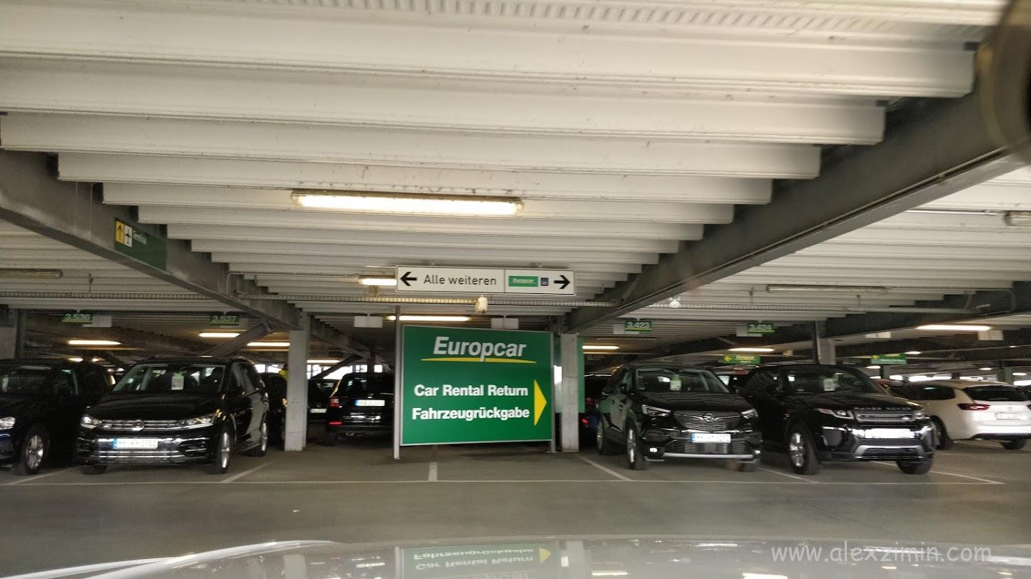 Машины прокатчика Europcar в аэропорту Дюссельдорфа
