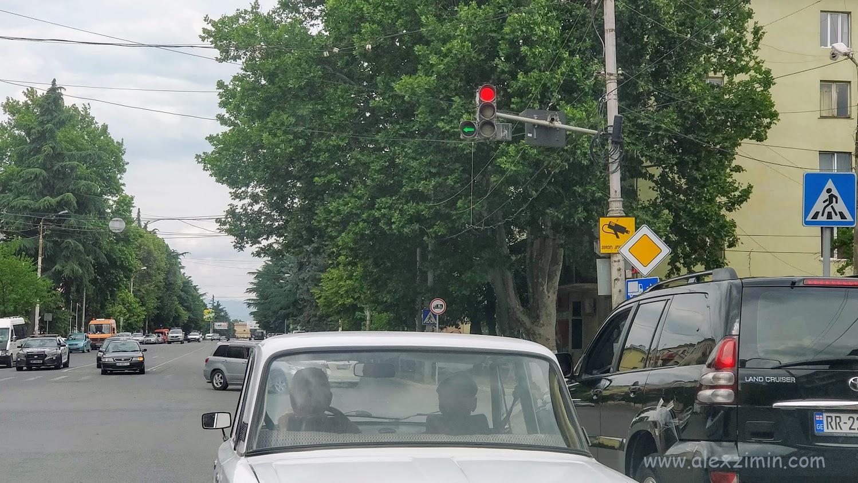 На дорогах Грузии. Перекресток в Кутаиси