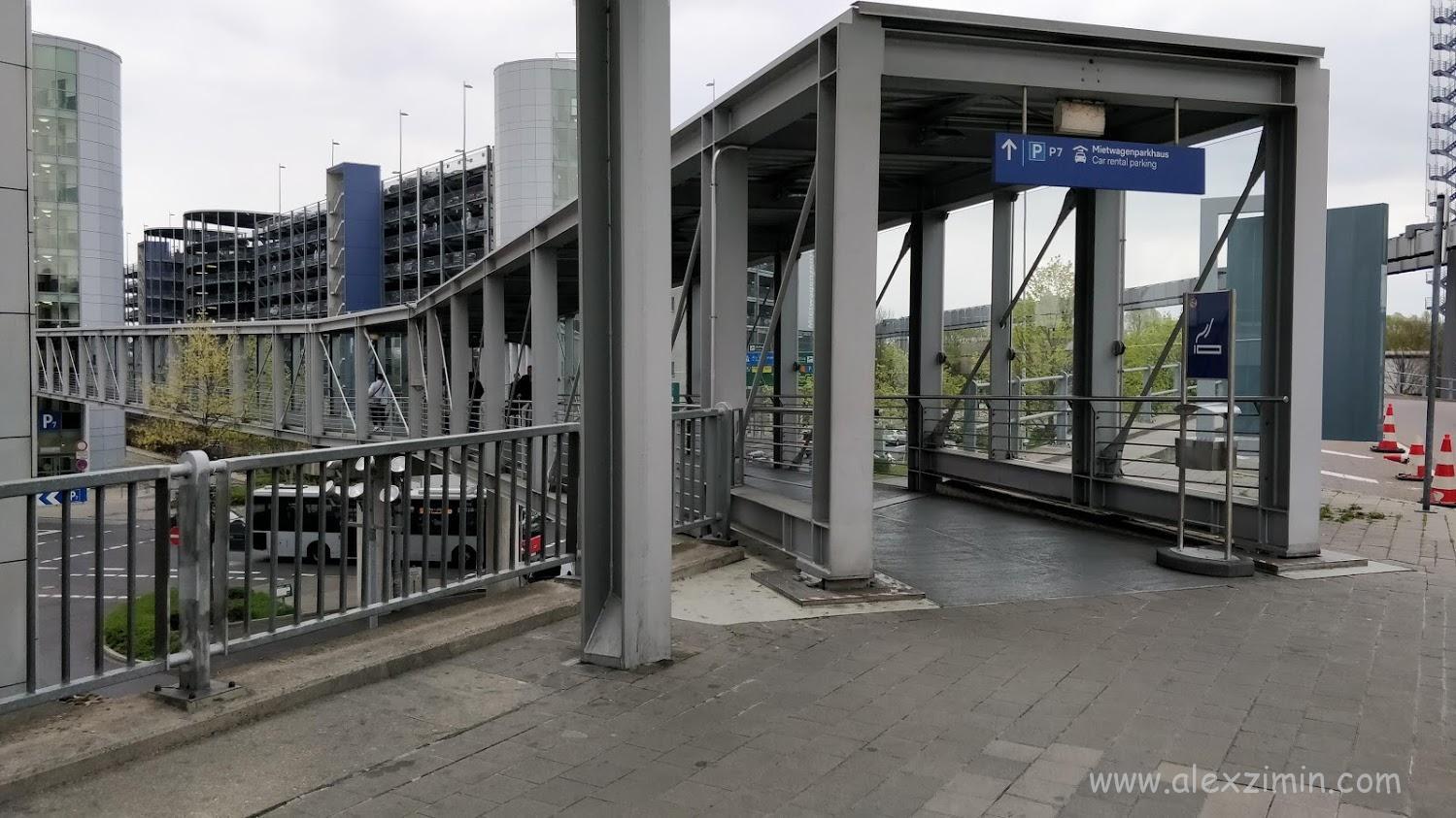 Подход к зданию car rental center dusseldorf