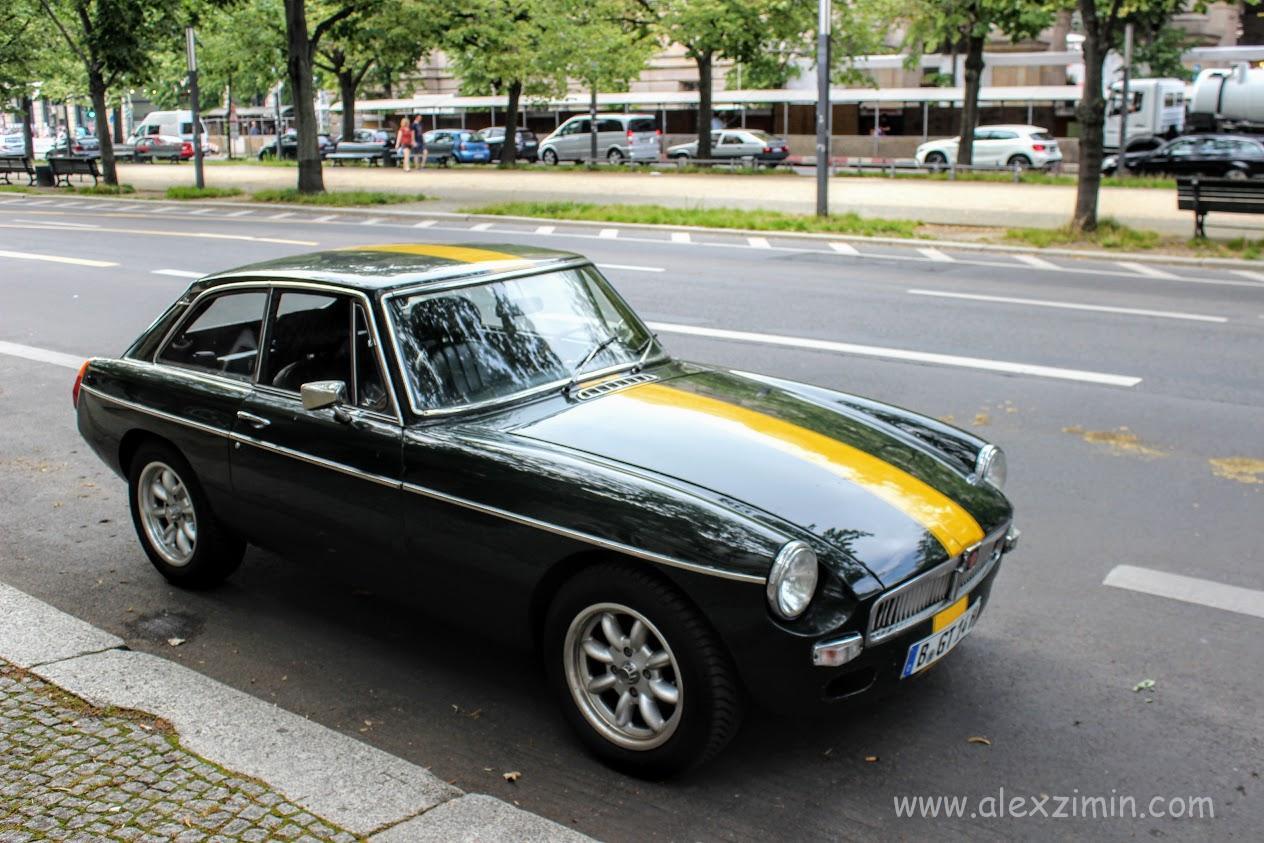 Раритетная машина на улице в Берлине
