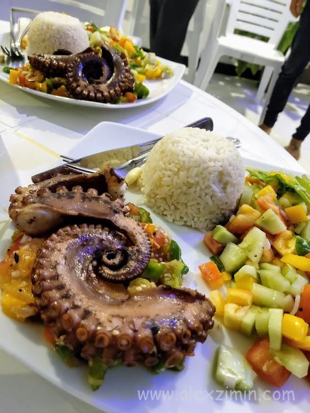 Завтраки и ужины в гостевом доме Athiriveli на острове Тодду