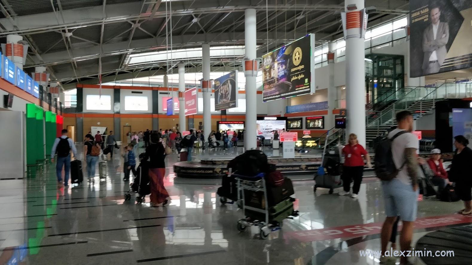 Зона прилета международного аэропорта Тбилиси
