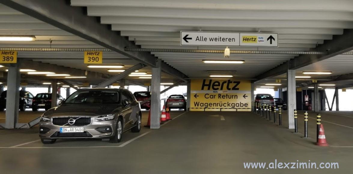 Парковка для машин прокатчика Hertz