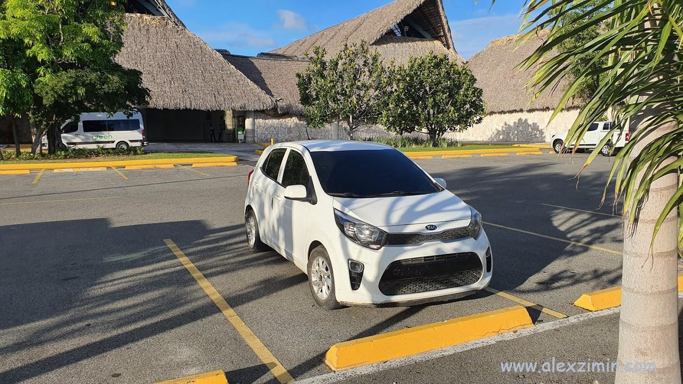 Парковка в Доминикане в аэропорту Пунта Кана